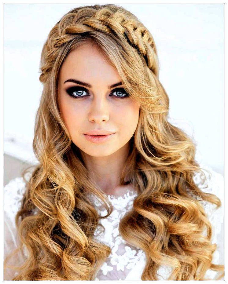 Peinados para cabello largo para cara redonda con trenza estilo princesa como una vincha con un efecto de corona en la melena