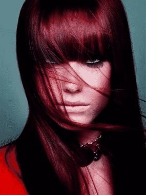 teñir-el-cabello-de-rojo-oscuro-con-reflejos-claros-rojos-o-cobrizos