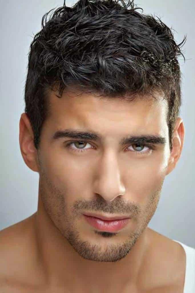 cortes de cabello para hombres jovenes pelo ondulado
