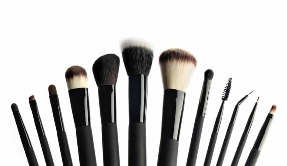 56c33aa06 45 Brochas de Maquillaje Imprescindibles que NECESITAS