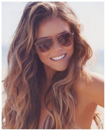 cabello ondulado largo en capas