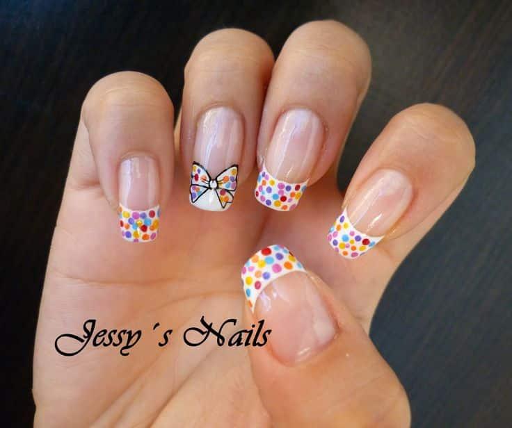Diseños de uñas decoradas con puntos