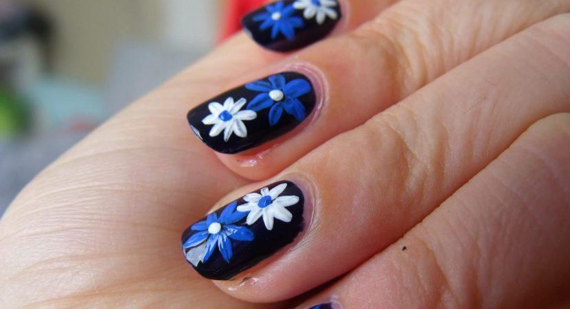 Ideas de Diseños de Uñas con Flores