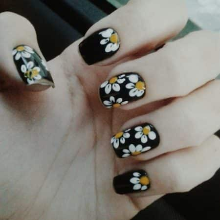 Nail designs with white flowers