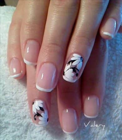 Nail design with flowers