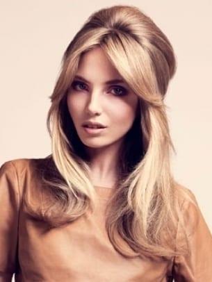 Peinado con volumen en la coronilla que utilizan muchas mujeres por que les  gusta y para disimular cuando tenemos poca melena