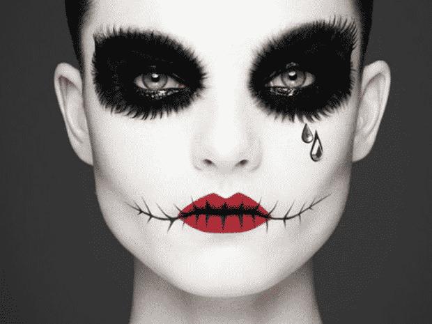 maquillajes para halloween makeup con un aplique de lagrima con brillo muy bonito detalle y con polvo blanco en el rostro - Como Maquillarse En Halloween