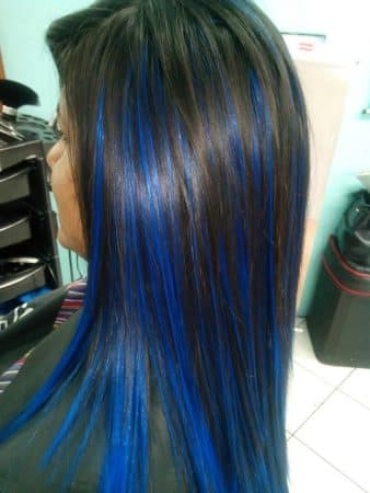 mechas de colores azul pastel