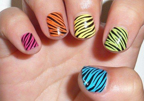 diseños de uñas estilo cebra de colores