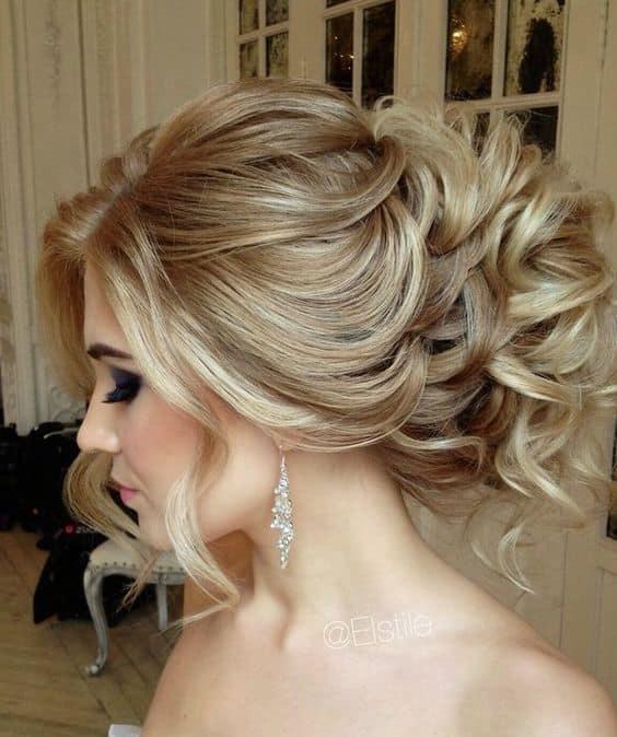 la belleza de la mujer se destaca ms cuando es sencillo el peinado y el estilo