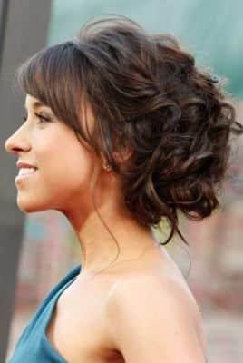 Peinado con flequillo recogido en puntas