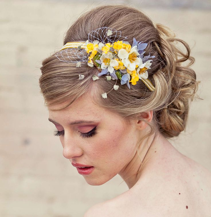 Sweet Hair Accessory Ideas for Short Hair. When it comes to short hair, accessories are a girl's best friend. You can easily change up your look by slipping on a headband or sliding on a barrette.