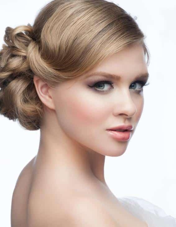 Peinados con cabello recogido para cara redonda