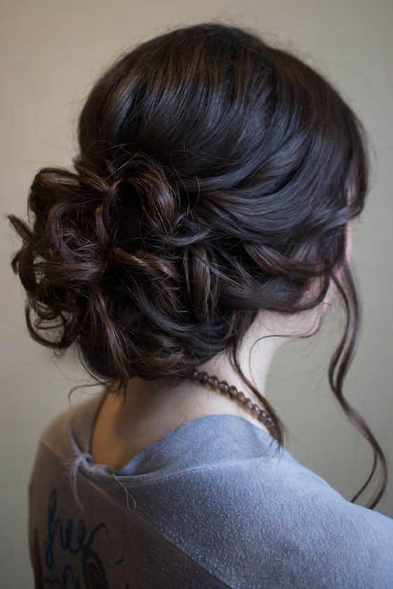 Peinados recogidos por un lado