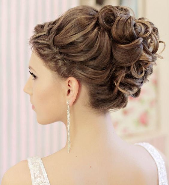 Peinados de cabello recogido para quinceaneras