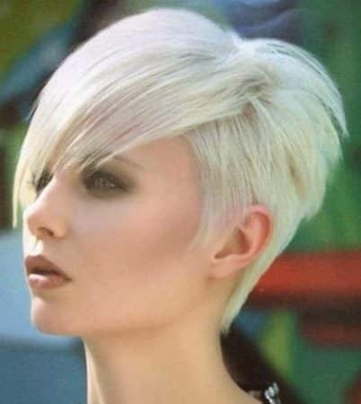 Asymmetric cut in short hair