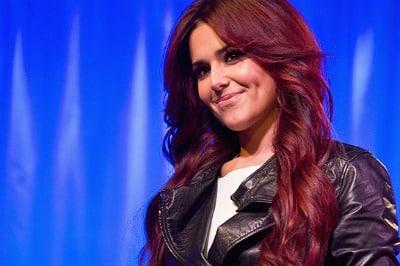 pelo rojo cereza
