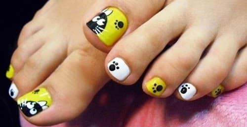 5) Uñas de los pies con un diseño diferente de color amarillo con  personajes de dibujos animados y animales