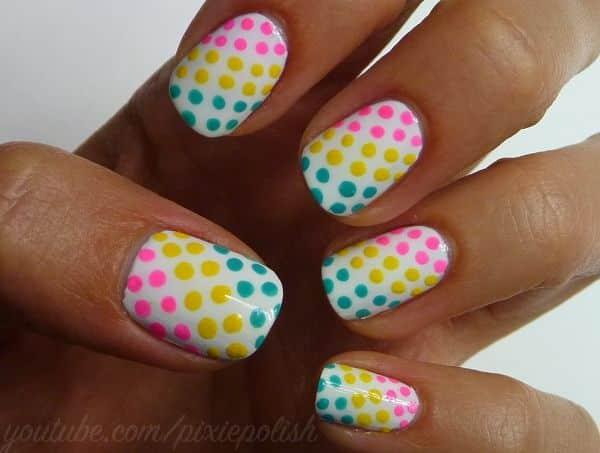 decoracion de uñas en rayas y cuadros