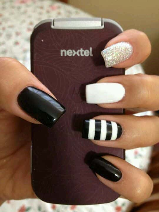 nail art negro y blanco