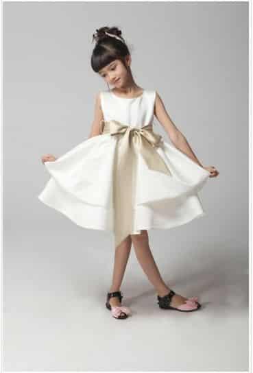 Vestidos blancos modernos para ninas