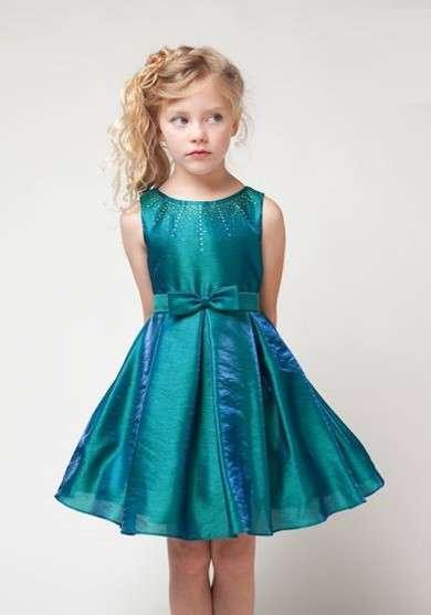 f45b5037e Para niñas de 1 a 3 años encontramos vestidos para niñas para bautizo de  color rosado con estampado de flores y un moño en la melena del cabello con  un tul ...