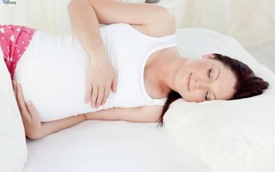 descansar embarazo posturas