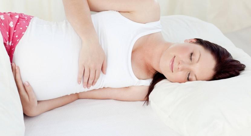 Posturas para prevenir dolor espalda embarazada