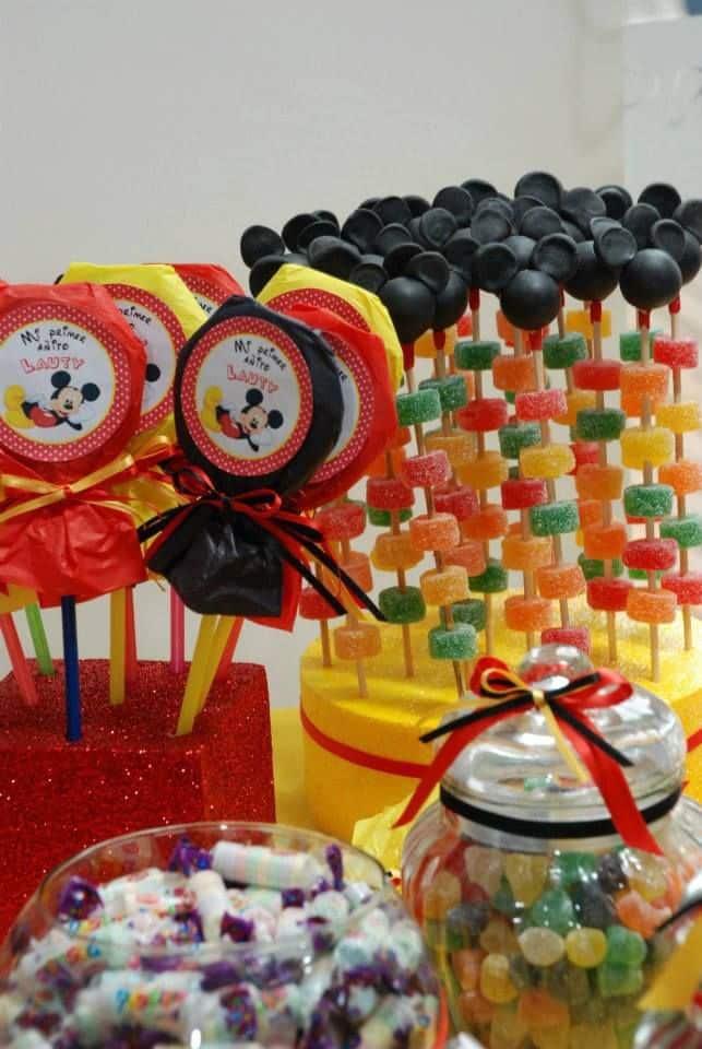 26 ideas muy faciles para armar tu mesa dulce de mickey - Telas con motivos infantiles ...