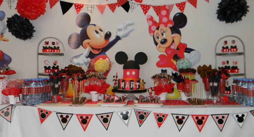 26 ideas muy faciles para armar tu mesa dulce de mickey mouse mujeres femeninas Mesa de cumpleanos infantil