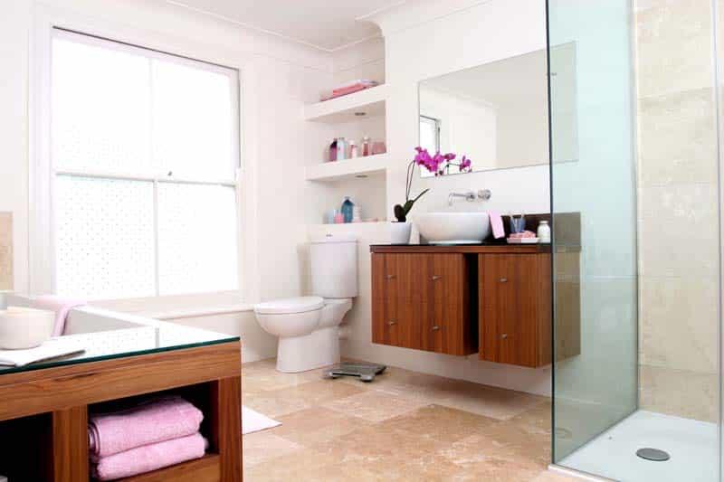 Como decorar un ba o peque o con estilo moderno mujeres for Ver decoraciones para banos modernos
