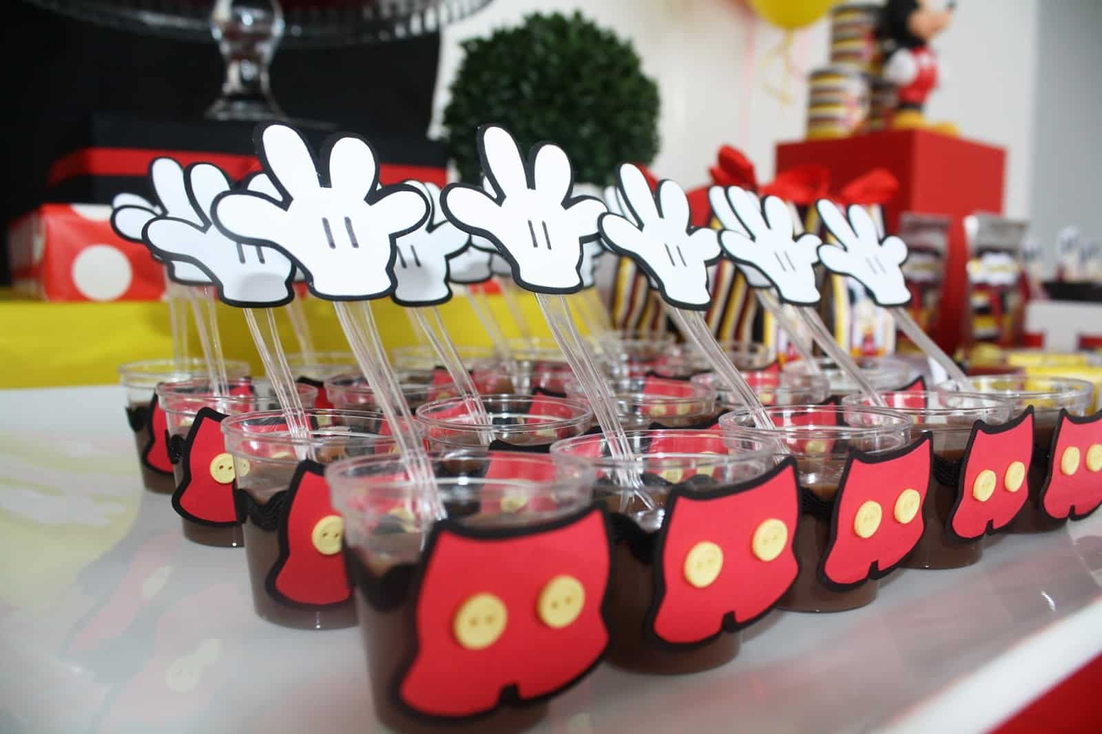 26 ideas muy faciles para armar tu mesa dulce de mickey for Decoracion la casa de mickey mouse