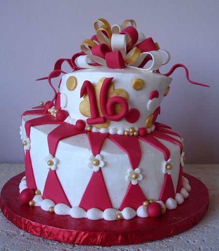 pastel para cumpleaos de adolescente donde toda mujer desea que se celebre con mucho color el rojo y blanco destacando la edad en nmeros