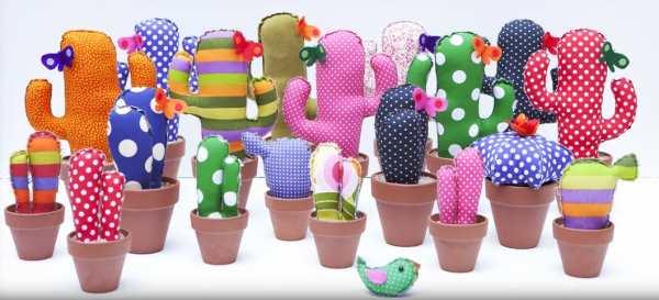 peluches y muecos que pueden ser bordados a mano o bien comprados en una tienda de regalos