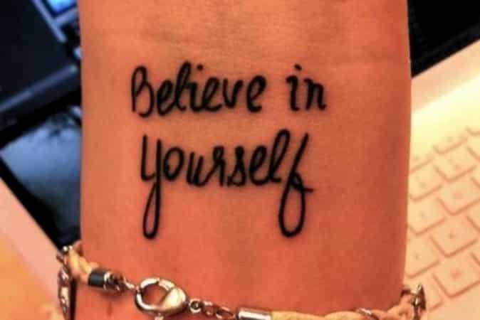 Ideas-para-ubicar-tatuajes-de-frases-9_0