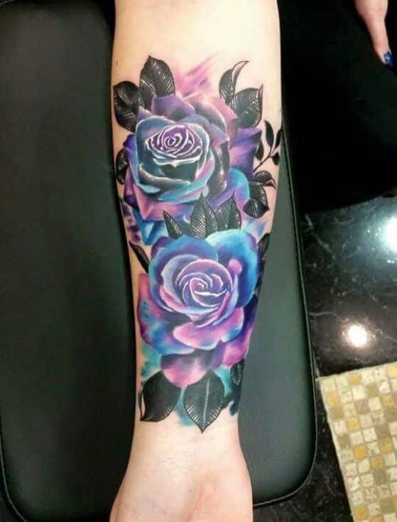 tatuajes de rosas en el brazo para hombres