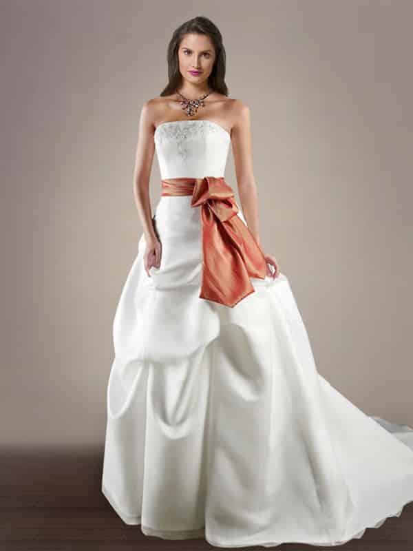 ad86506f26 Lindos vestidos de novia ajustados al cuerpo para casarte en el 2019 ...