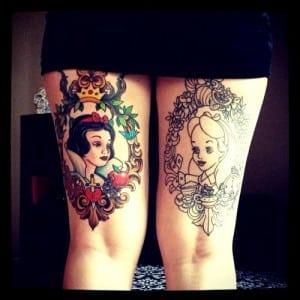 tatuaje en las dos piernas con princesas de disney