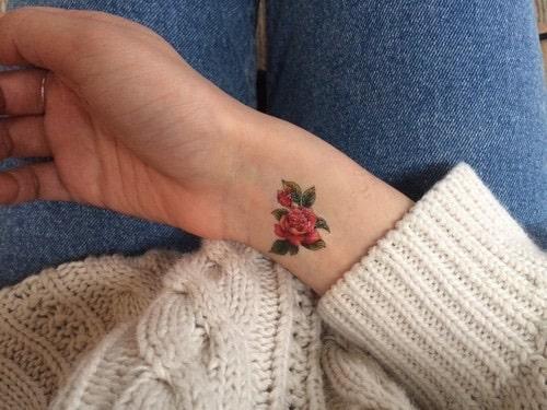Tatuaje de Rosa en la Muñeca