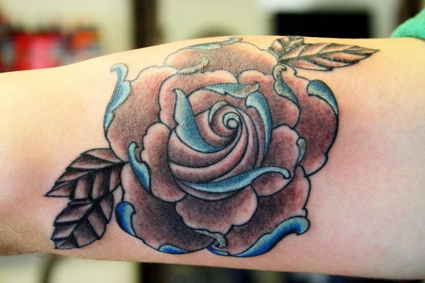 tatuaje-de-rosa-hombre-portada
