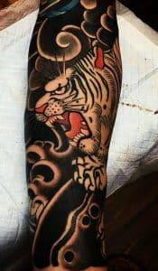 tatuaje media manga tigre japones