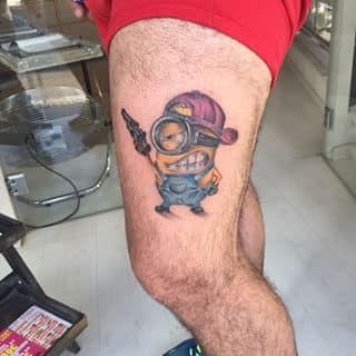tatuaje-minions-pierna