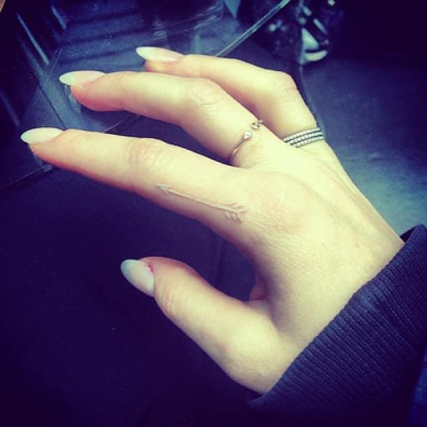 tatuajes-3d-relieve-para-mujeres-flecha