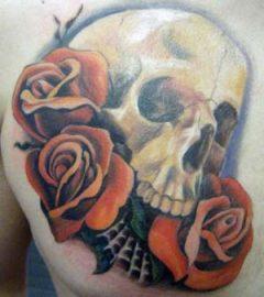 tatuajes de rosas con calaveras para mujeres