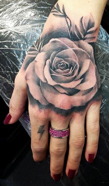 Tatuajes de Rosas en Muñeca