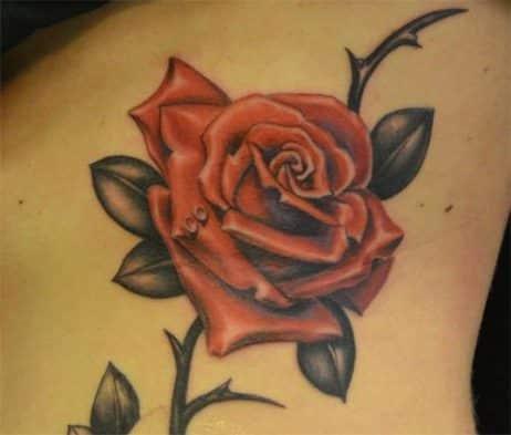 tatuajes de rosas rojas realistas