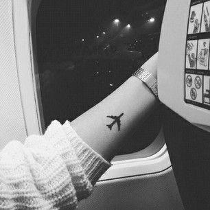 tatuajes-para-mujeres-avion