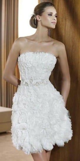 traje-corto-de-novia-para-una-boda-civil