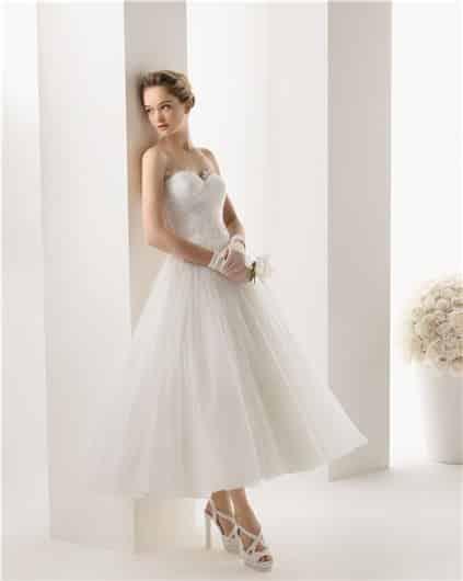 Vestidos de novia civil cortos con cola