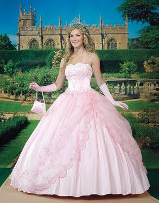 3d87dfd4d El vestido corte princesa con la tiara y unos guantes largos hasta los  codos de la misma tonalidad que el vestido rosa es ideal para el sueño de  una ...